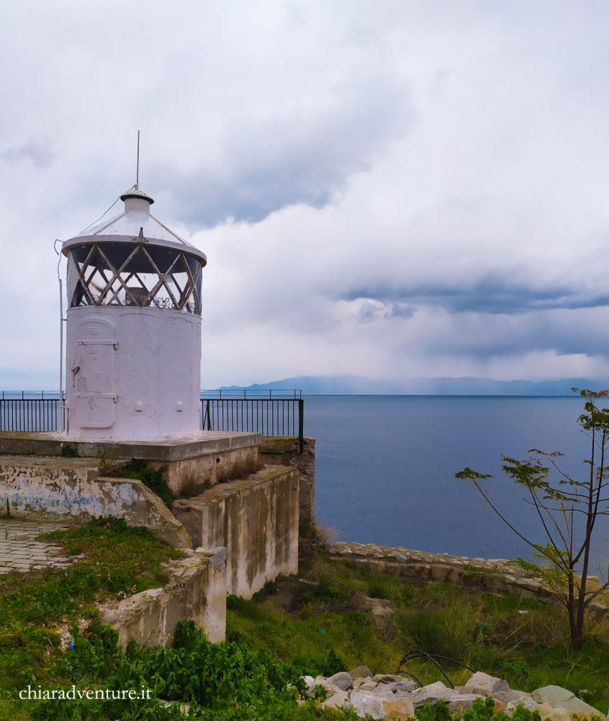 la lighthouse con il faro di kavala. itinerario di kavala